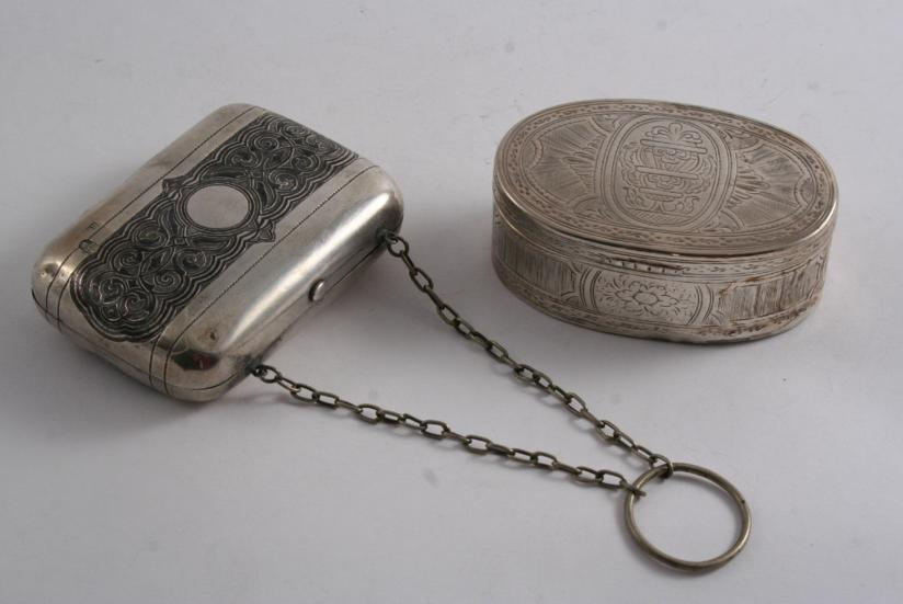A LATE 18TH CENTURY CONTINENTAL ENGRAVED OVAL SNUFF BOX