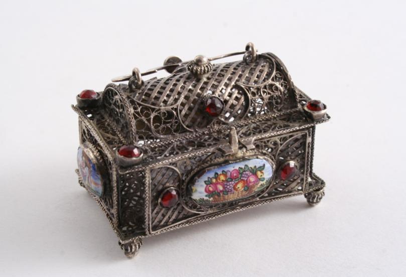 A 19TH CENTURY SMALL FILIGREE CASKET
