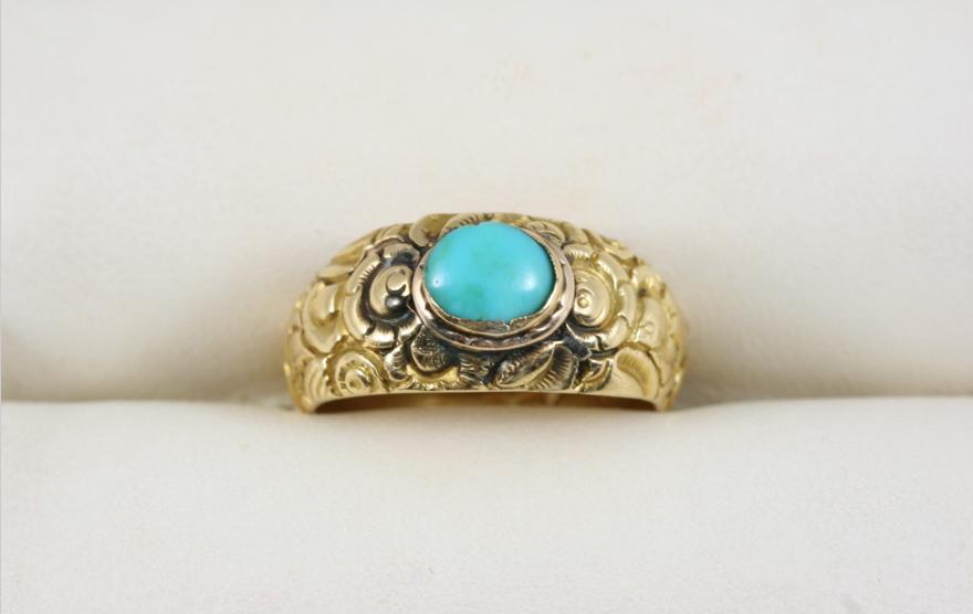 A VICTORIAN GOLD AND TURQUOISE RING