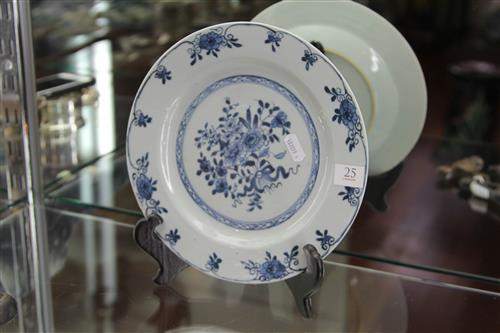 Qianlong Period Blue & White Export Ware Plate with painted detail of flowers to the centre & rim