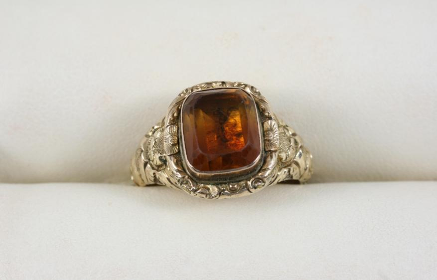 A GEORGIAN CITRINE AND GOLD RING