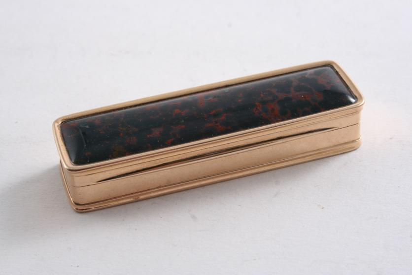 AN EARLY 19TH CENTURY ROSE-COLOURED GOLD TOOTHPICK BOX
