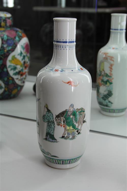 Chinese Famille Rose Vase Decorated with Figures