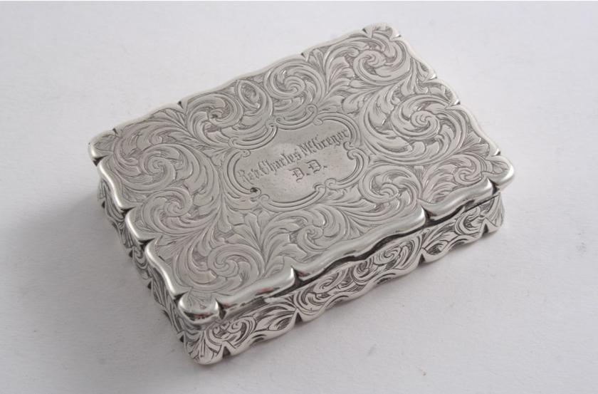 A VICTORIAN ENGRAVED SNUFF BOX