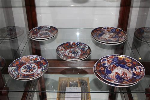 Imari Patterned Group of 10 Plates Bearing Ming Marks