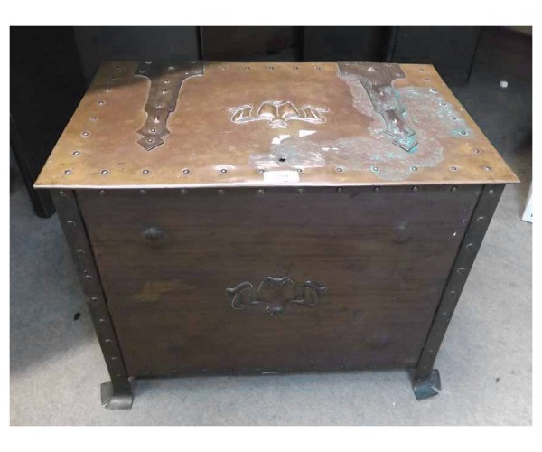 Large 19th century copper coal or log box in the Arts & Crafts manner, the rectangular lid with elaborate hinges, body decorated