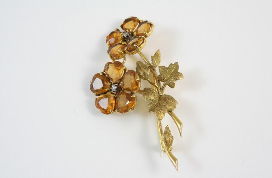 A CITRINE, DIAMOND AND GOLD BROOCH