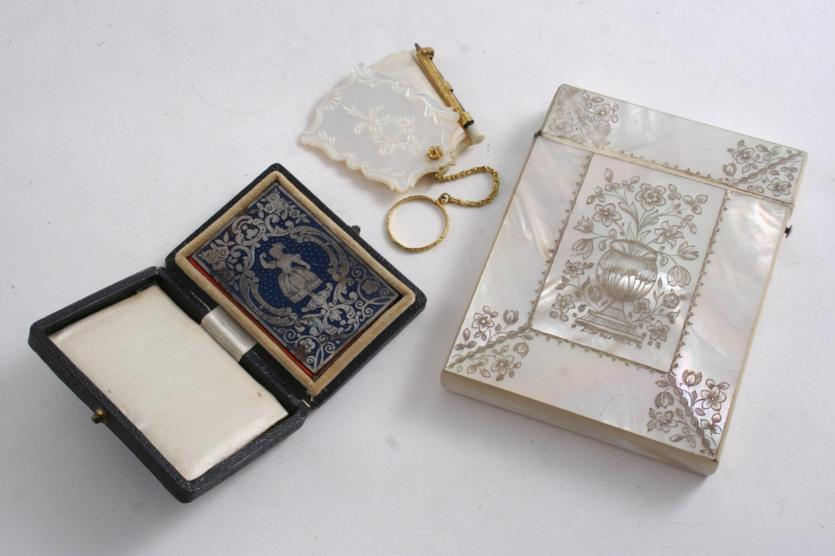 A MID 19TH CENTURY ENGRAVED MOTHER OF PEARL CARD CASE