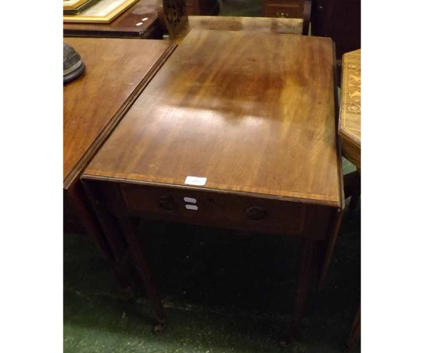 19th century mahogany Pembroke table, single end drawers, raised on fluted legs and castors