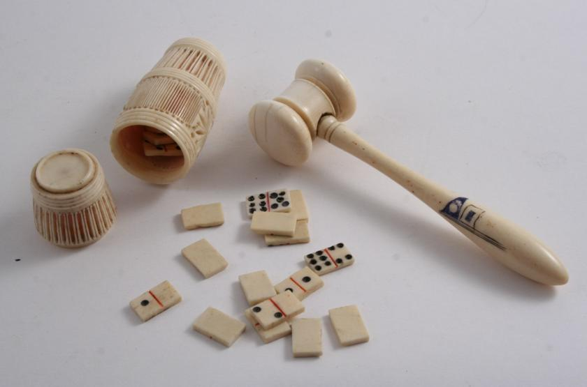 A LATE 19TH / EARLY 20TH CENTURY TURNED IVORY GAVEL