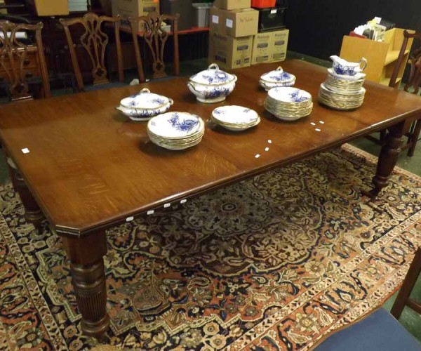 Victorian oak extending dining table with two additional leaves, raised on fluted legs
