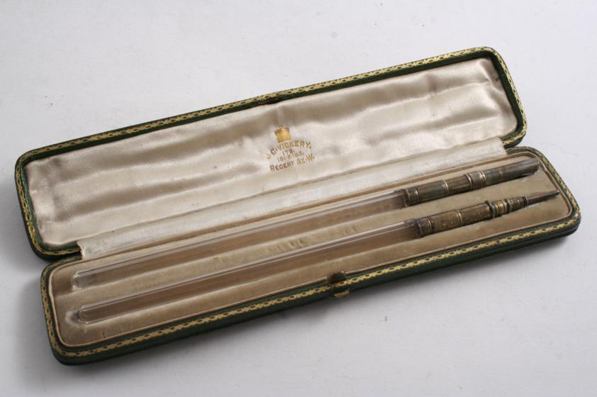 A LATE VICTORIAN SILVERGILT MOUNTED CLIP PEN & MATCHING PENCIL