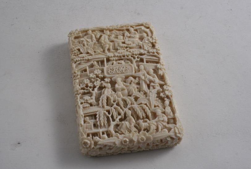 A CHINESE IVORY CARD CASE