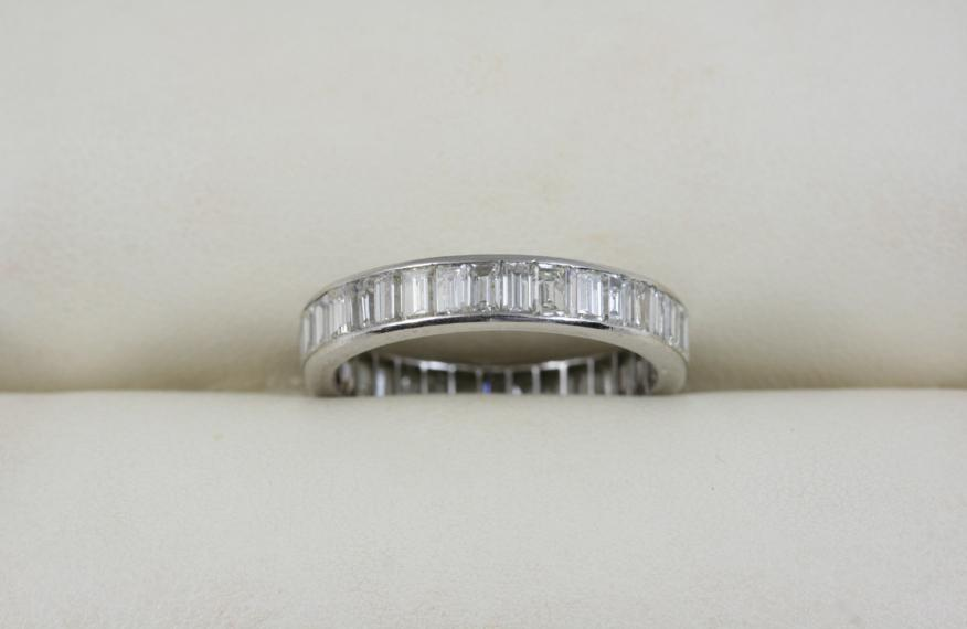 A DIAMOND FULL CIRCLE ETERNITY RING