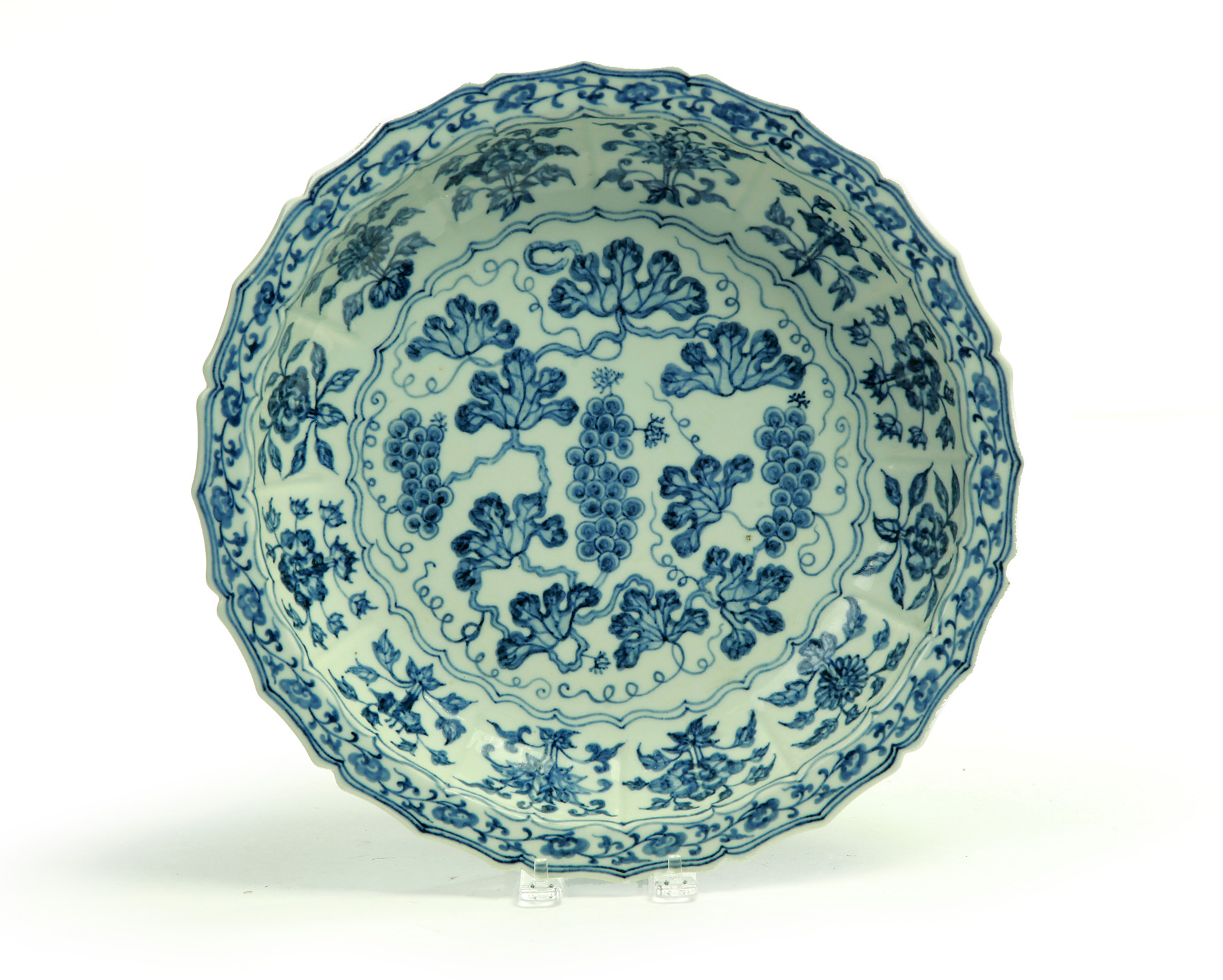 LARGE CHINESE BLUE AND WHITE LOBBED DISH WITH XUANDE MARK