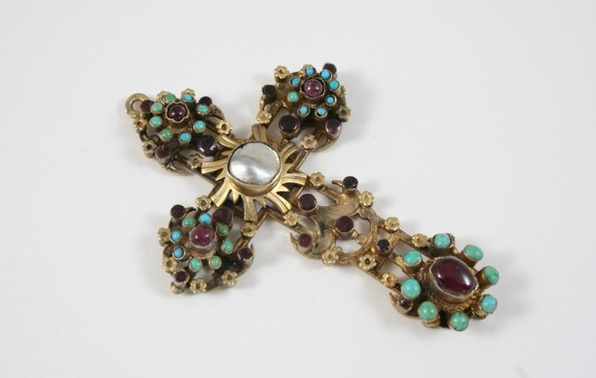AN AUSTRO HUNGARIAN CRUCIFORM GEM SET PENDANT
