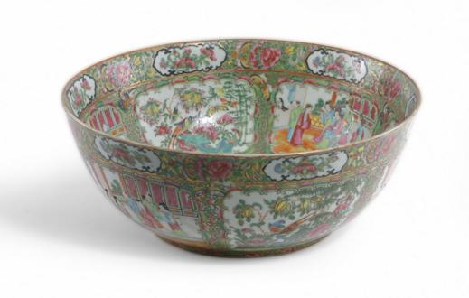CHINESE EXPORT FAMILLE ROSE PUNCH BOWL.