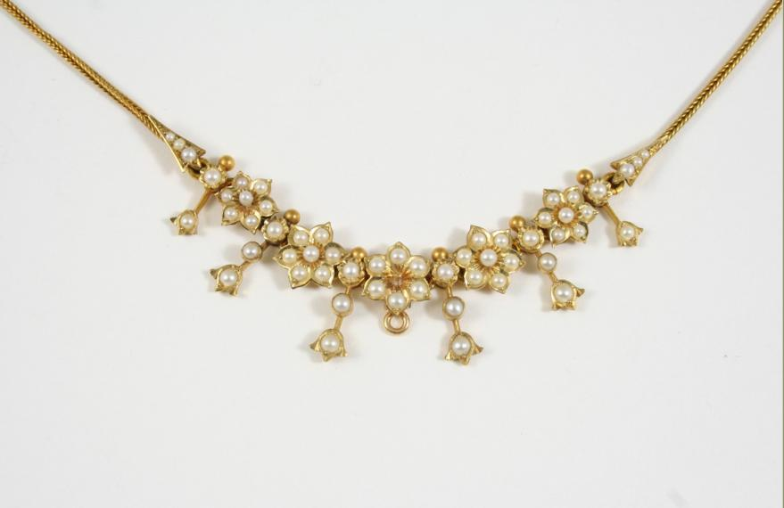 A VICTORIAN GOLD AND PEARL NECKLET