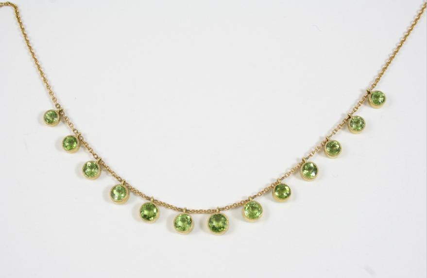 A PERIDOT AND GOLD NECKLACE