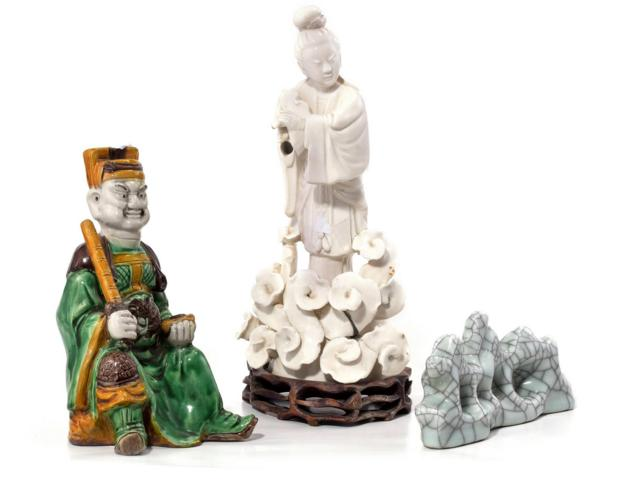 FOUR CHINESE CERAMIC PIECES