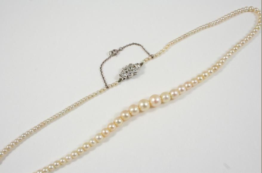 A SINGLE ROW NATURAL PEARL NECKLACE