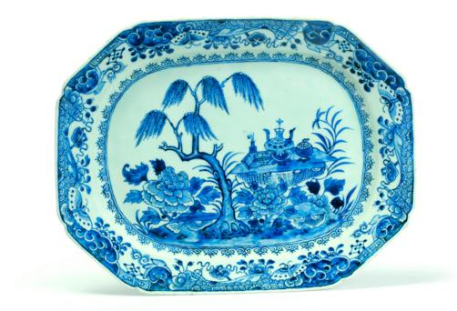CHINESE EXPORT BLUE AND WHITE PLATTER