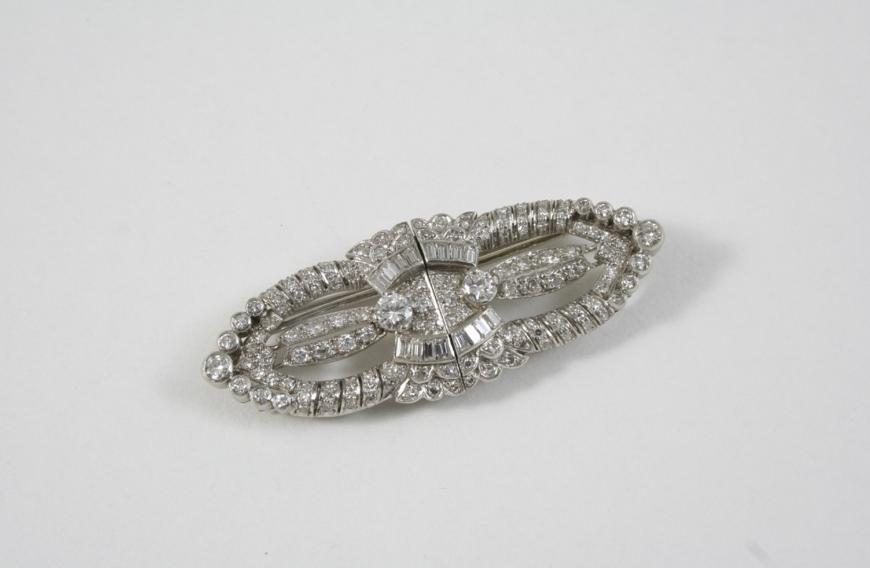 AN ART DECO DIAMOND DOUBLE CLIP BROOCH