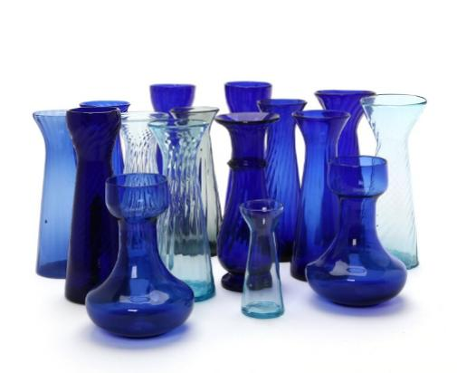 16 hyacinth glasses in various blue colours optical turned, smooth and with ring base