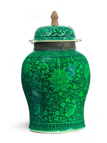 CHINESE EXPORT FAMILLE NOIRE COVERED JAR