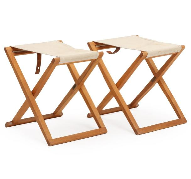 Af pair of foldable beech stools, stretcehed with light canvas