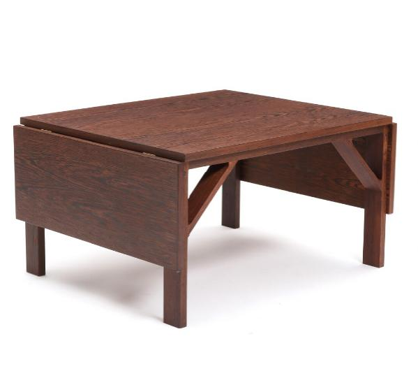 A wengé coffee table with two extensional leaves