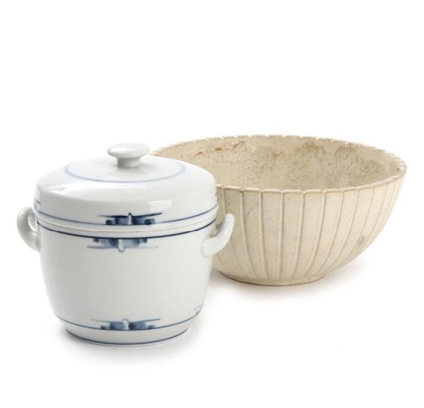 A stoneware bowl with light glaze