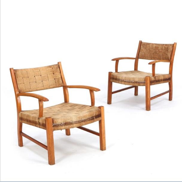 A pair of easy chairs with frame of beech