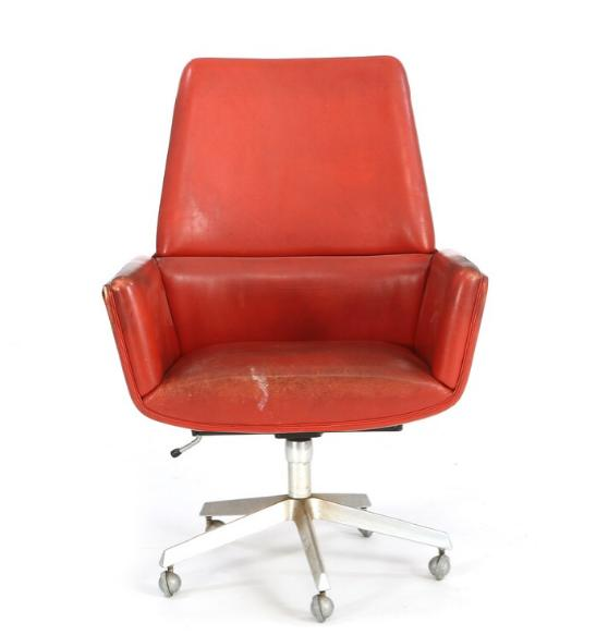 Office chair with base of aluminium mounted with castors