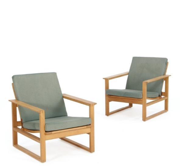 A pair of easy chairs of oak