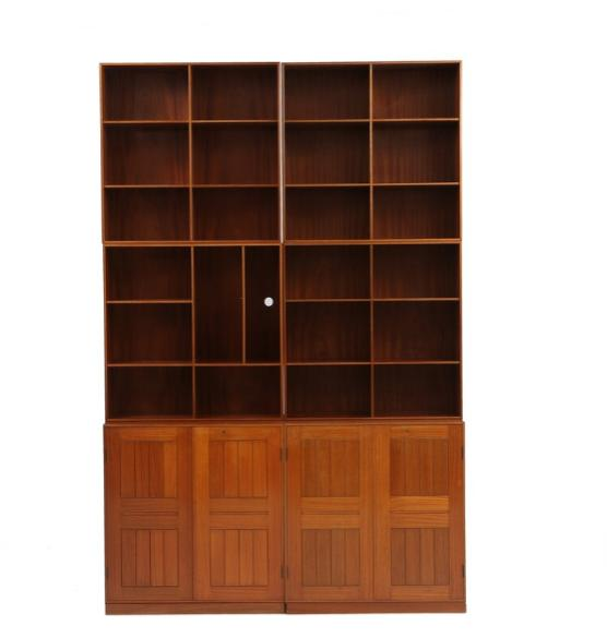 Wall unit of mahogany, consisting of two cabinets and four bookcases.