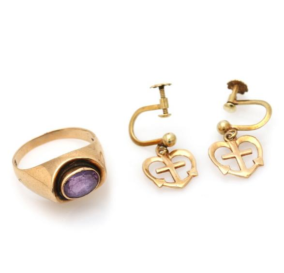 A jewellery collection comprising an amethyst ring set