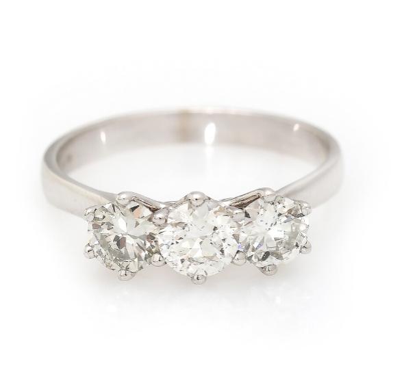 A trilogy diamond ring set