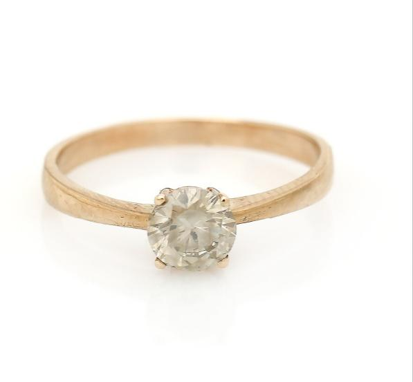 A diamond solitaire ring set