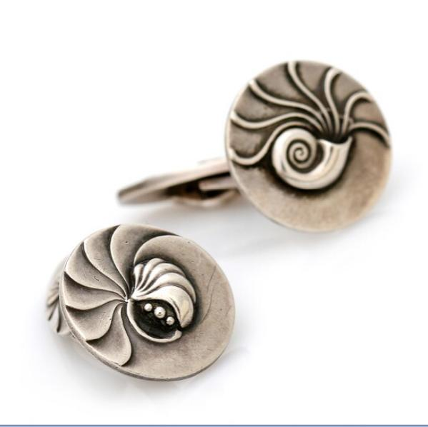 A pair of cufflinks of sterling silver.