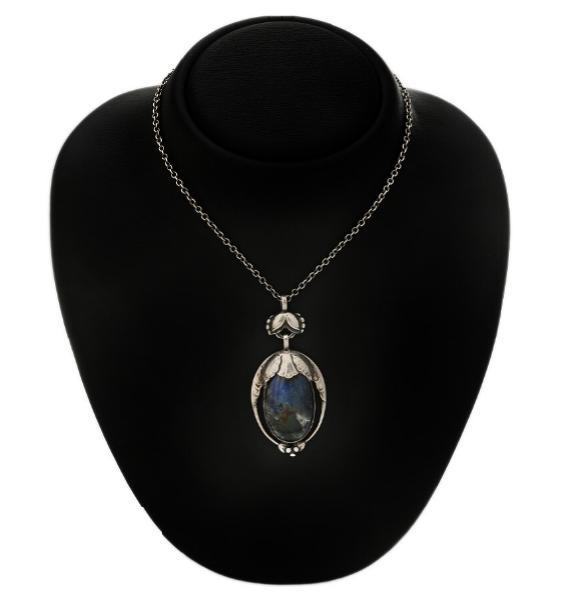 A labradorite pendant with chain set