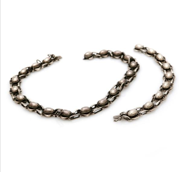 A necklace and a bracelet of sterling silver