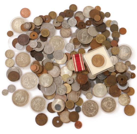Commemoratives, 1888 - 1972, (26 pcs) as well as various loose Dansih and foreign coins, etc.