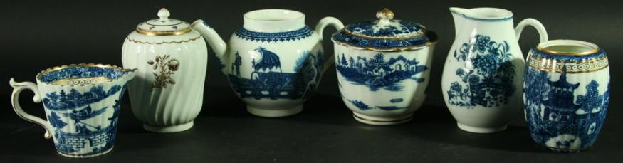 A COLLECTION OF CAUGHLEY PORCELAIN