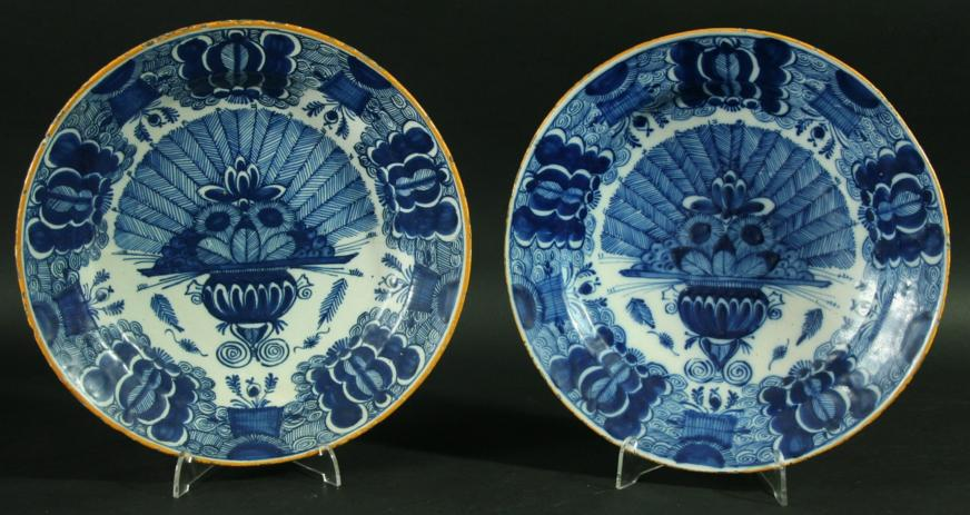 A PAIR OF DUTCH DELFT CHARGERS