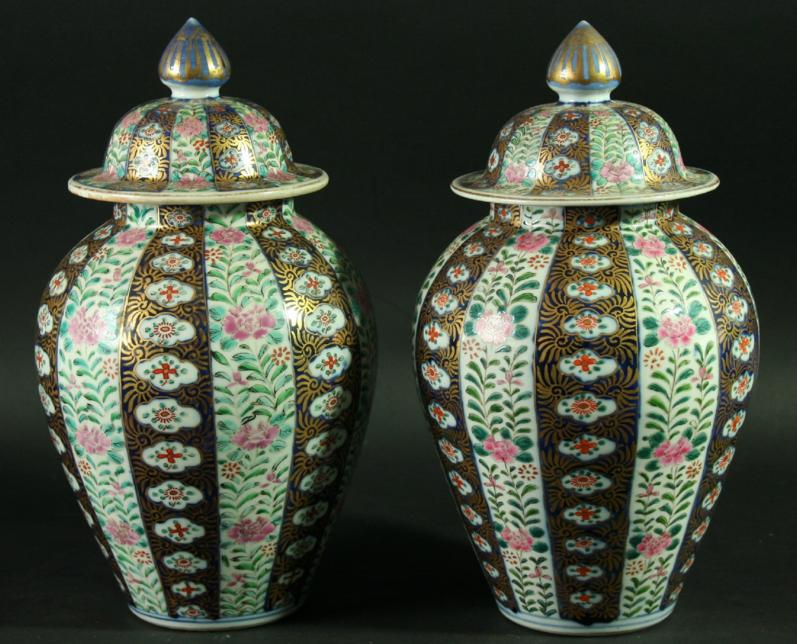 A PAIR OF CHINESE IMARI VASES AND COVERS