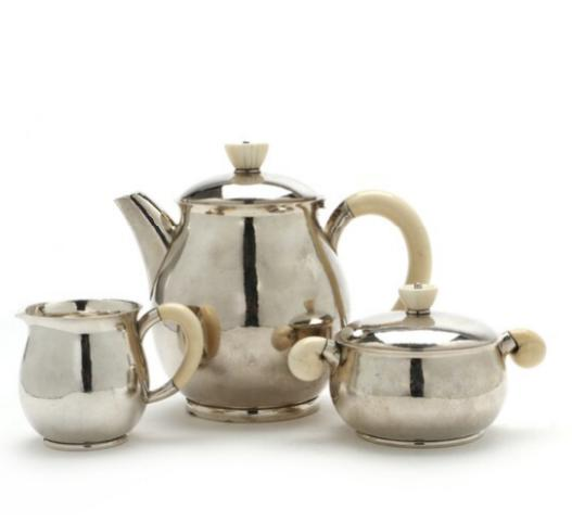 Sterling silver coffee set. Consisting of a coffee pot