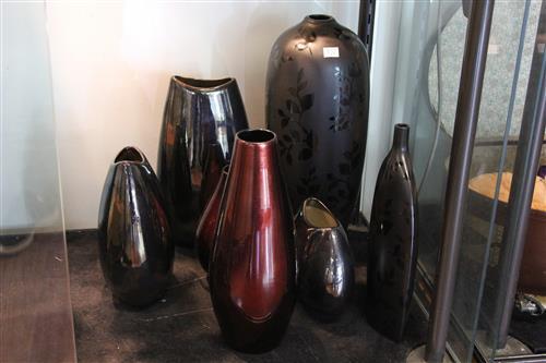 Black Glaze Flower Vase with Other Decorative Vases