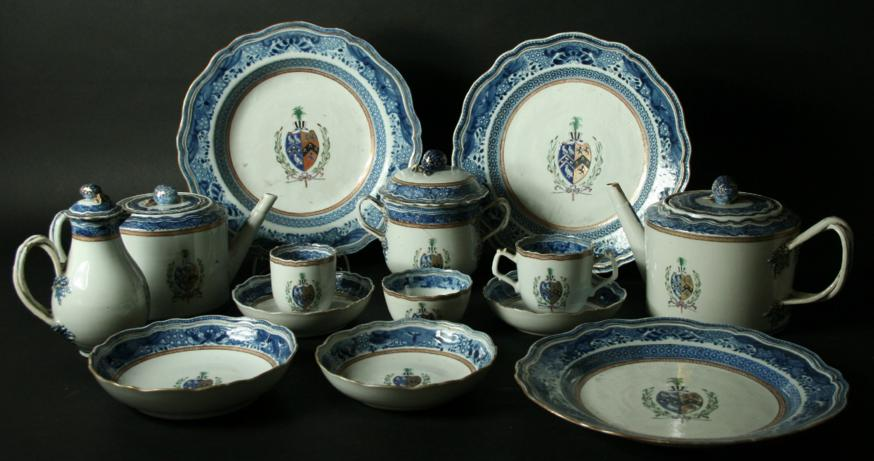 A CHINESE EXPORT ARMORIAL PORCELAIN PART TEA AND DINNER SERVICE