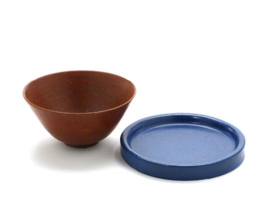 A circular dish and a stoneware bowl, decorated cobalt blue and reddish brown glaze